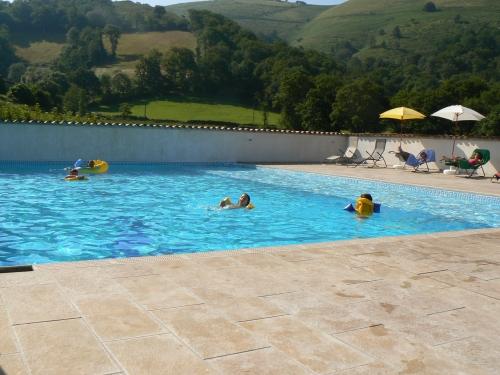 Gte 39 39 4 natures 39 39 avec piscine chauffe 2 5 personnes for Chauffer piscine naturelle